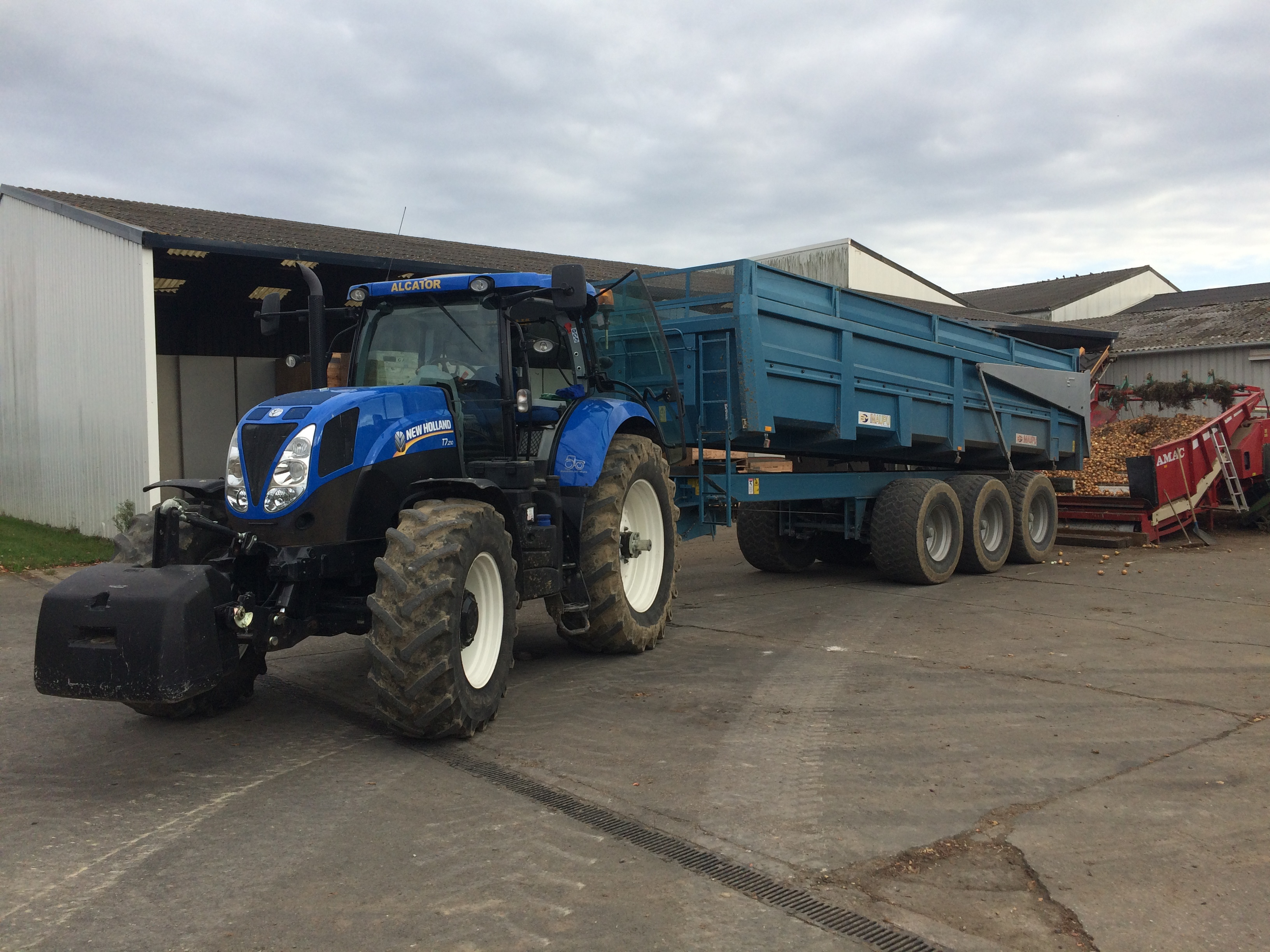 Tracteur New Holland en vente d'occasion chez ALCATOR